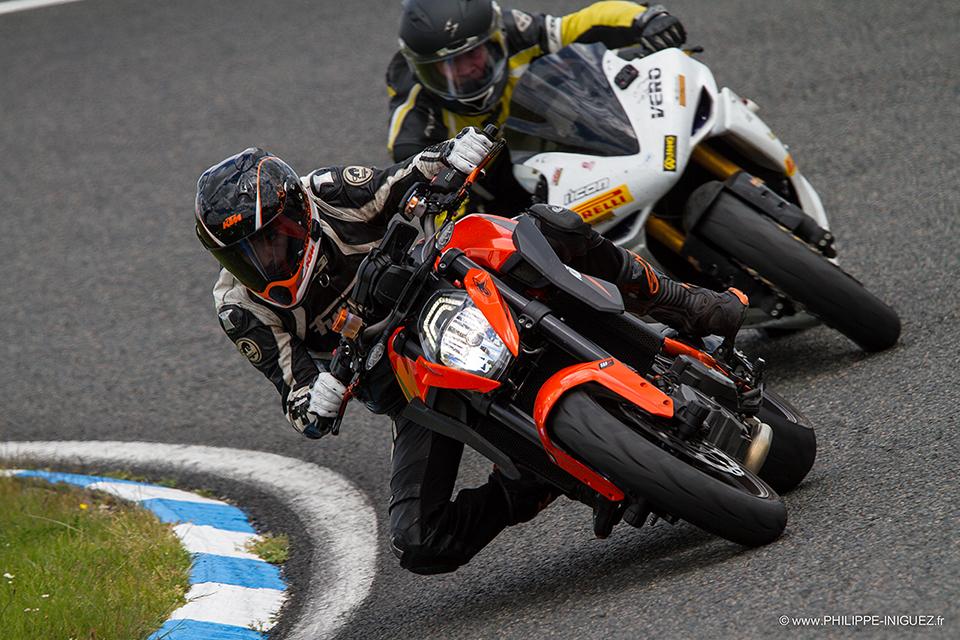 KTM vs Yamaha R1